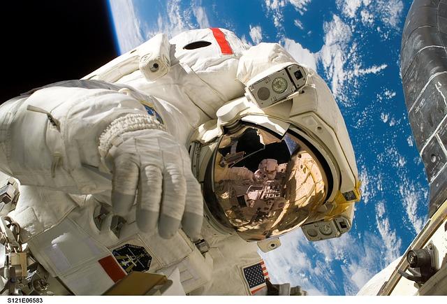 astronaut-11080_640